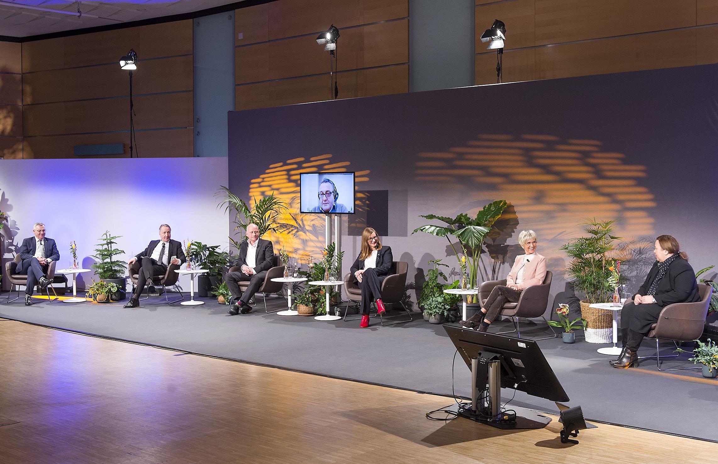 IPM CONNECT-Talk feiert Premiere im neuen Studio Ruhr