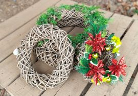 Handwoven rattan basket - Decorative Wall Wreath