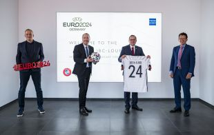Source: DFB EURO GmbH; from left to right: Markus Stenger, Managing Director of DFB EURO GmbH; Oliver P. Kuhrt, Managing Director of Messe Essen GmbH; Thomas Kufen, Mayor of the City of Essen; and Martin Kallen, CEO of UEFA Events SA