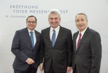 Thomas Kufen, Lord Mayor of the City of Essen and Chairman of the Supervisory Board of Messe; Prof. Dr. Andreas Pinkwart, Minister for Economic Affairs, Innovation, Digitalisation and Energy of the State of NRW, and Oliver P. Kuhrt, CEO of Messe Essen