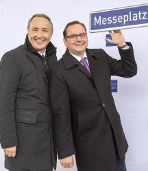 Photo: Thomas Kufen, Lord Mayor of Essen, and Oliver P. Kuhrt, CEO of Messe Essen, unveiled the new road sign together in situ today.